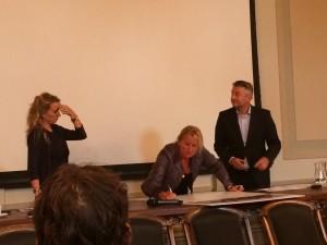 Corinne Visser Evate tekent deelname Mobiliteitsplatform